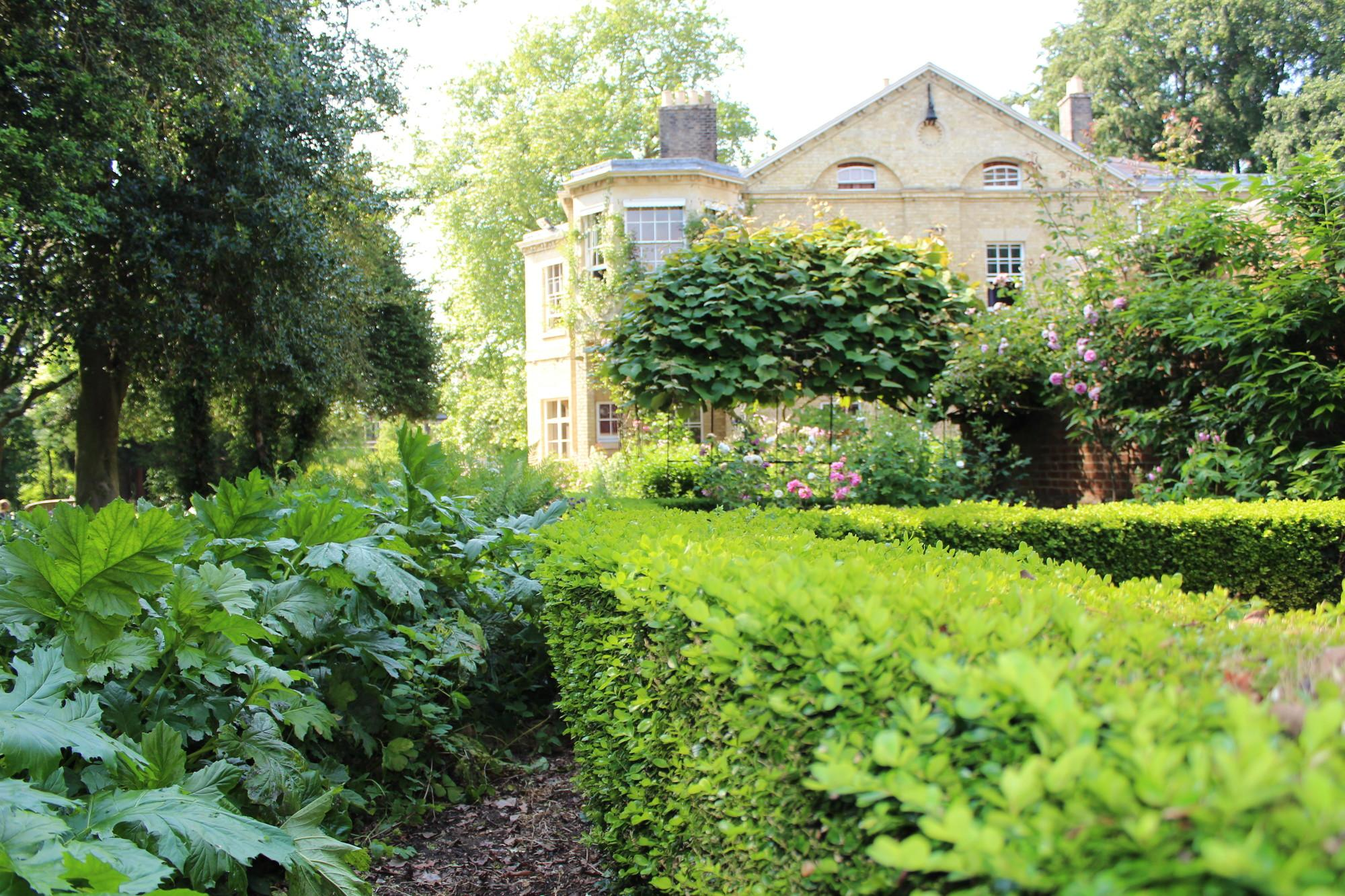 Gardens at Fitzwilliam College, Cambridge