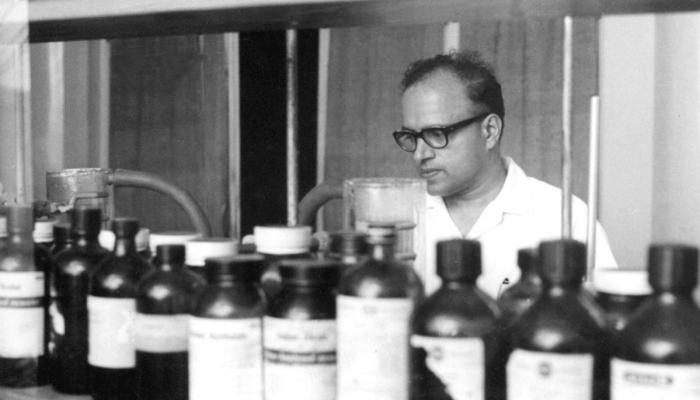 M.S Swaminathan in the lab at the Genetics Division, Indian Agriculture Research Institute, 1956. Photo from MSSRF
