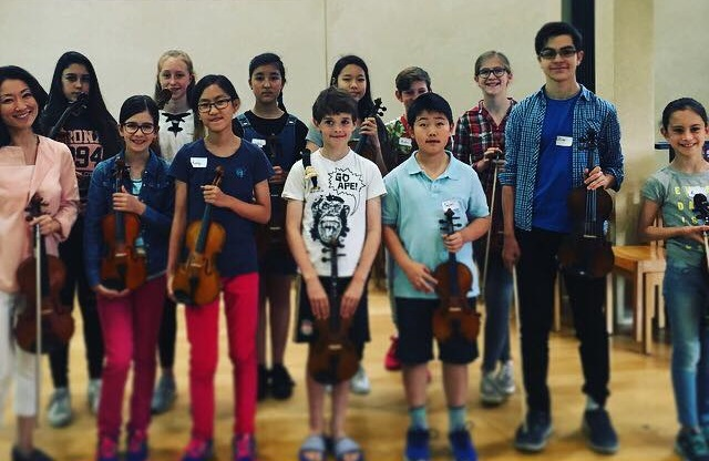 Akiko Ono (left) pictured with violinists taking part in workshop at Fitzwilliam College, Cambridge in July 2017